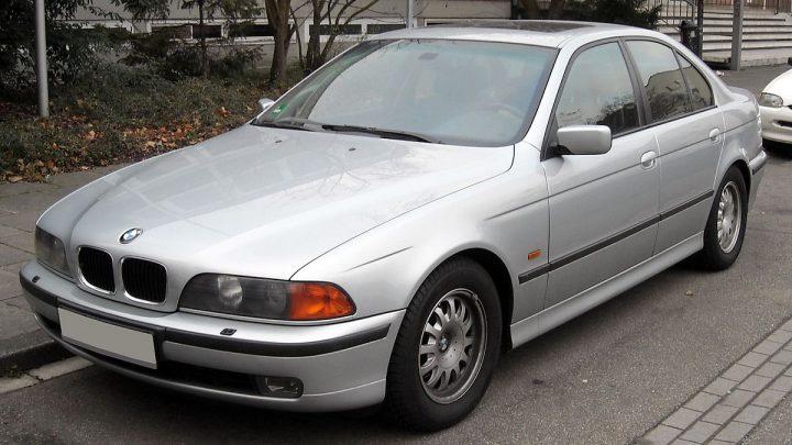 SPESIFIKASI BMW 520i E39