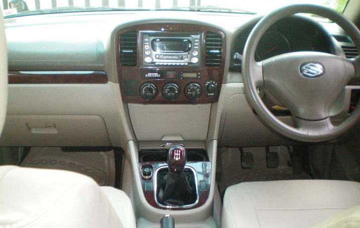 Interior Suzuki Grand Escudo XL7 - Dashboard